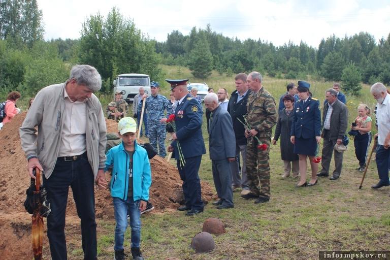 Поисковики установили имя и нашли родных солдата, останки которого были найдены в Себежском районе