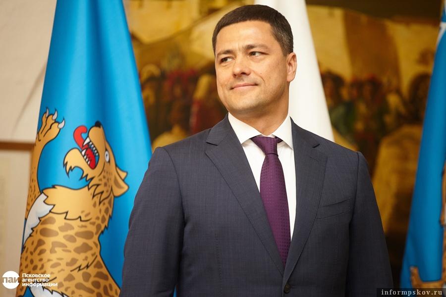 Михаил Ведерников не балует псковских журналистов частыми интервью. Зато он всегда на связи с пользователями социальных сетей.