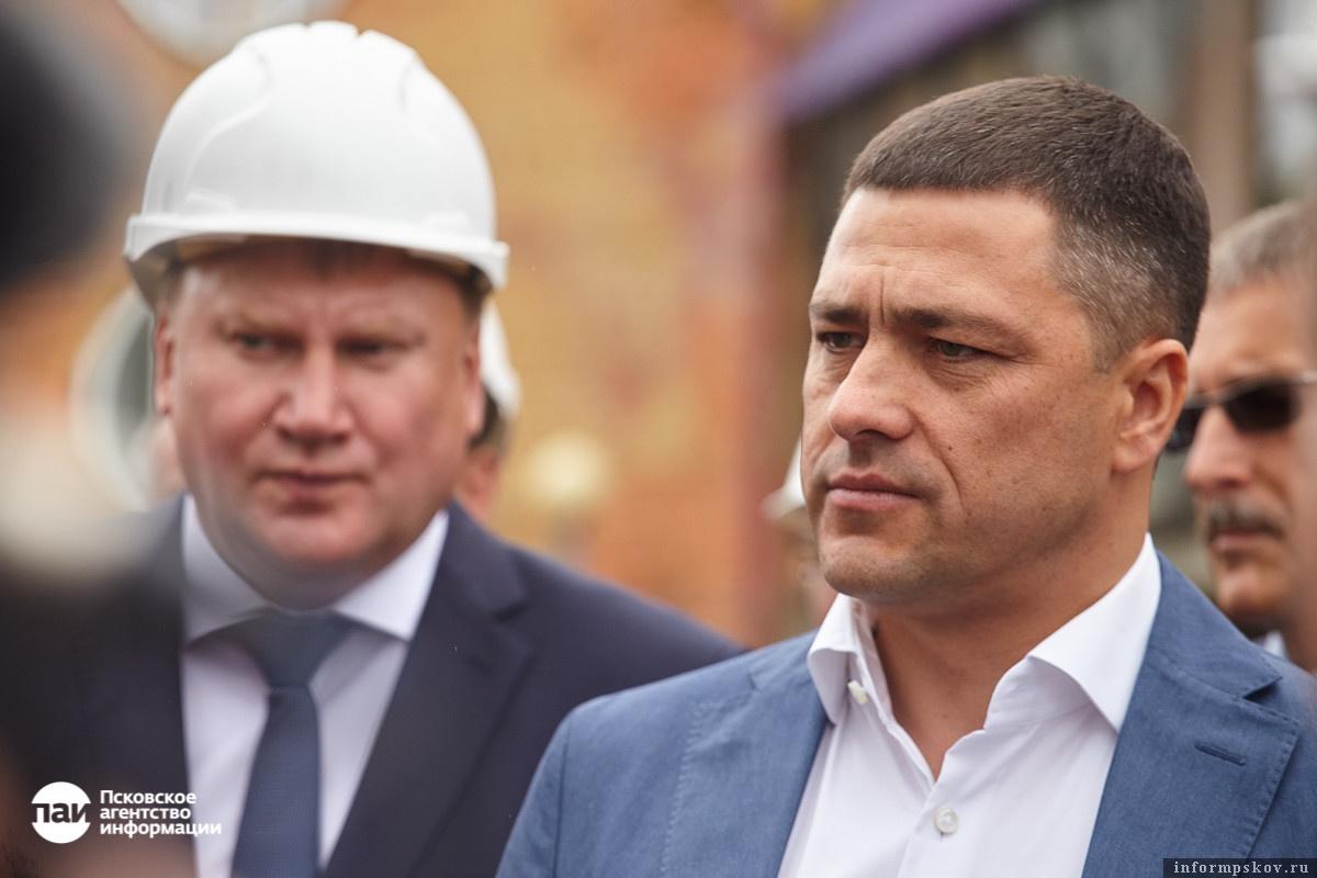Глава администрации Пскова Александр Братчиков, пожалуй, один из тех чиновников, к которому у губернатора больше всего вопросов. Причина проста - градоначальник отвечает за порядок в областной столице.