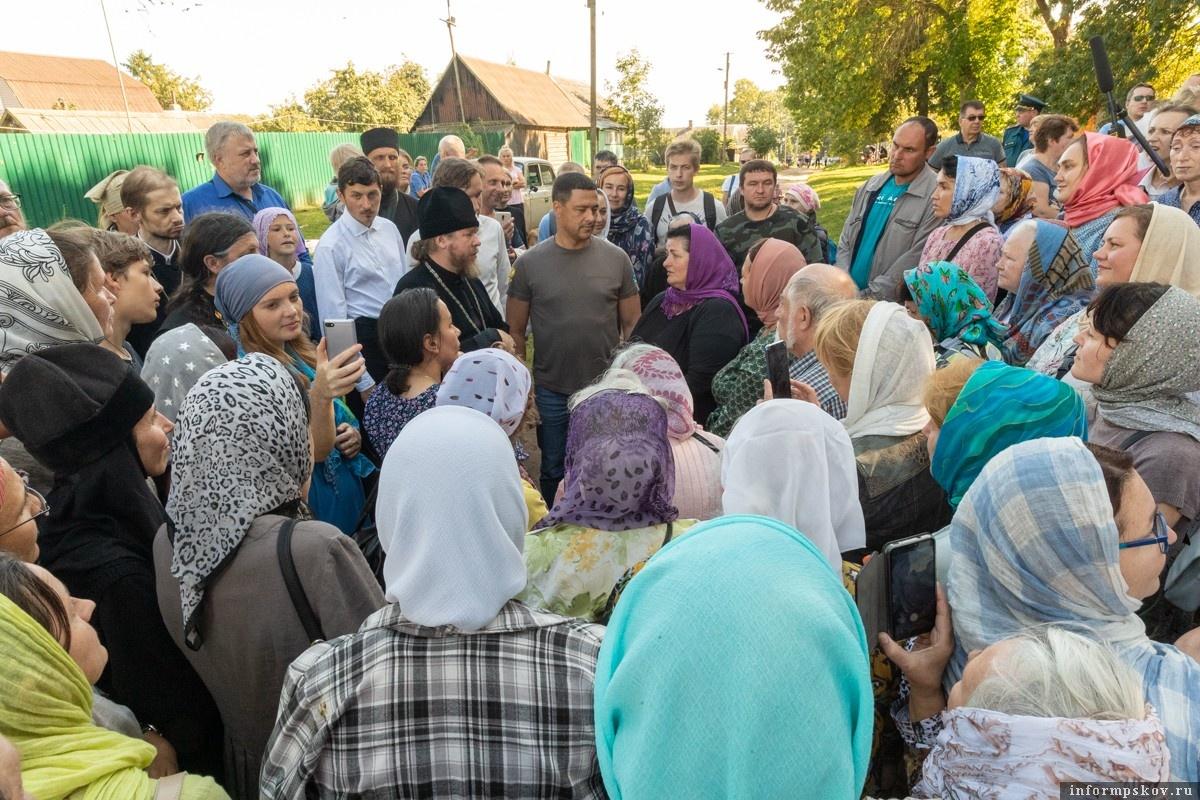 В августе 2019 года Михаил Ведерников впервые побывал на острове Залита и встретился с местными жителями. Фото: пресс-служба администрации Псковской области