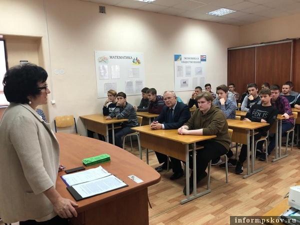 Учащимся Псковского колледжа профтехнологий и сервиса рассказали о вреде наркотиков
