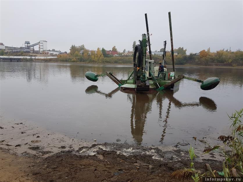 Расчистка и углубление дна реки Великой.