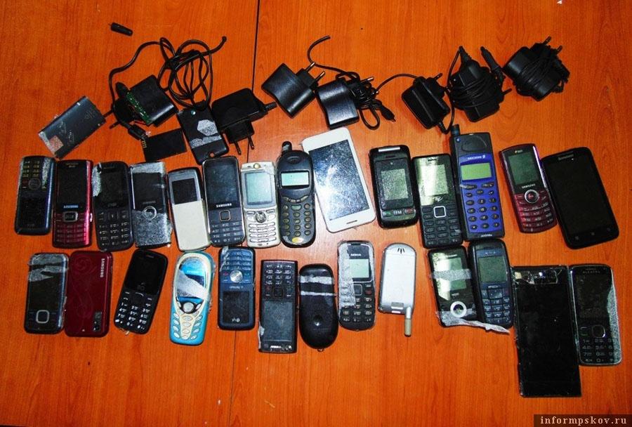 27 телефонов пытались перебросить в одну из колоний Псковской области