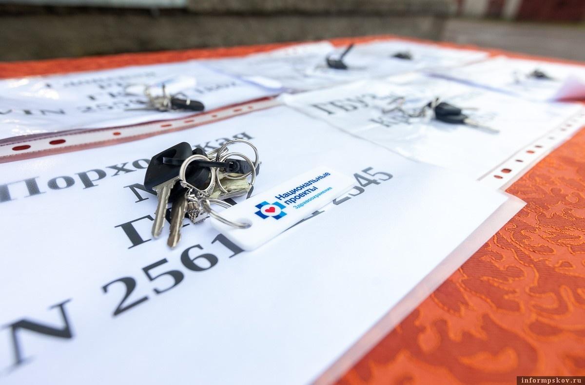 Новенькие ФАПы отправились в районные больницы Псковской области. Фото: пресс-служба администрации региона.