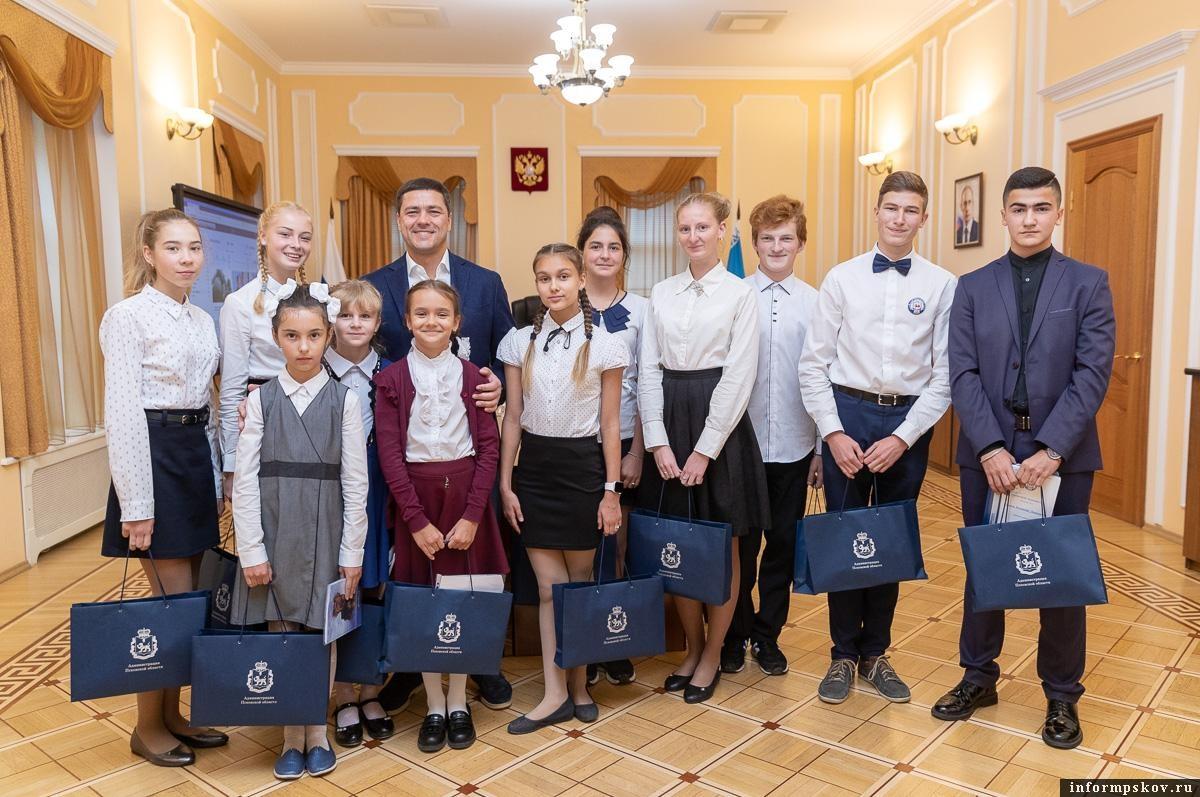 Победители акции «Губернаторский дневник» из Пскова поедут в Москву на шоу Алексея Немова