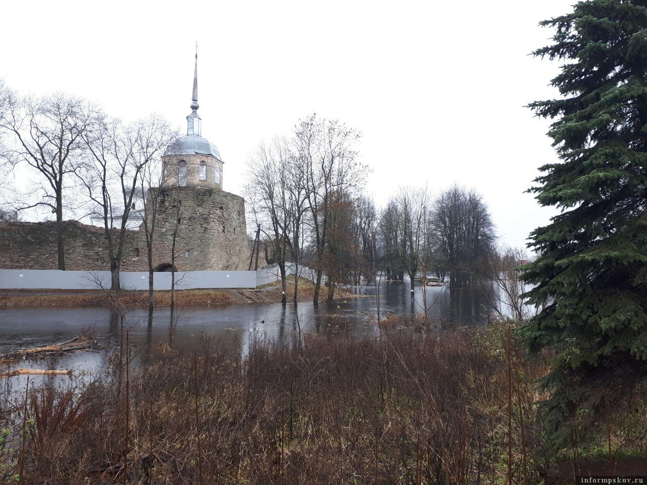 Последствия повышения уровня воды в реке Шелонь в Порхове.