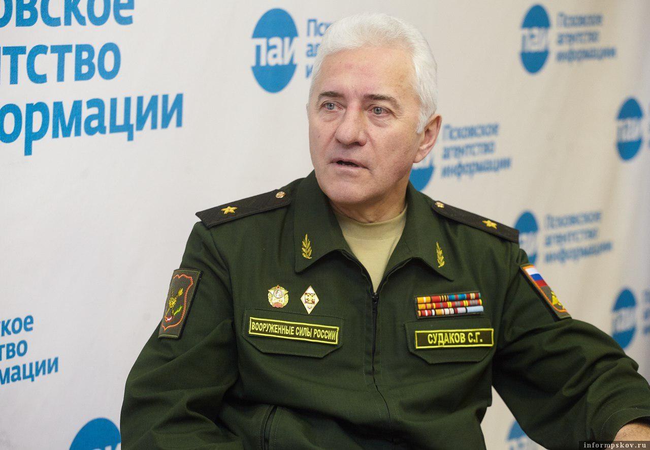 Сергей Судаков, военком Псковской области, стал гостем ПАИ-live 15 ноября. Фото: Дарья Хваткова.
