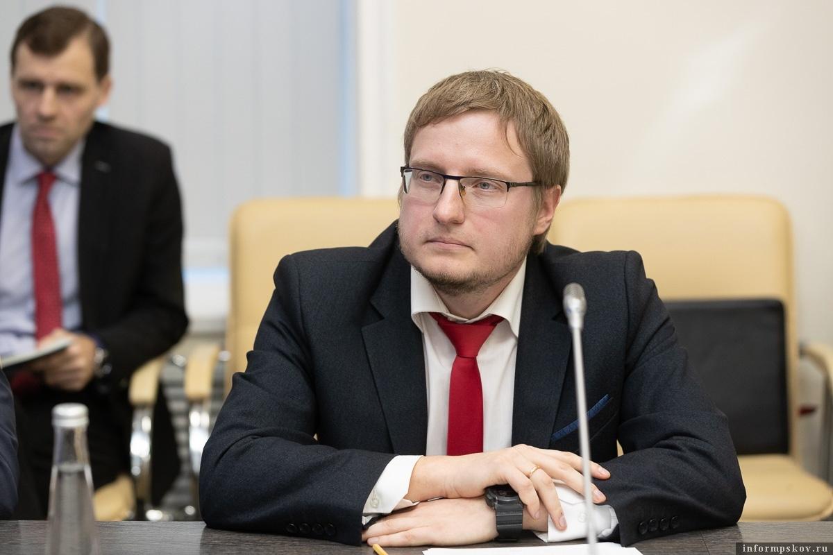 Директору Государственного архива Псковской области Валерию Кузьмину предложили возглавить отделение Российского исторического общества в Пскове.