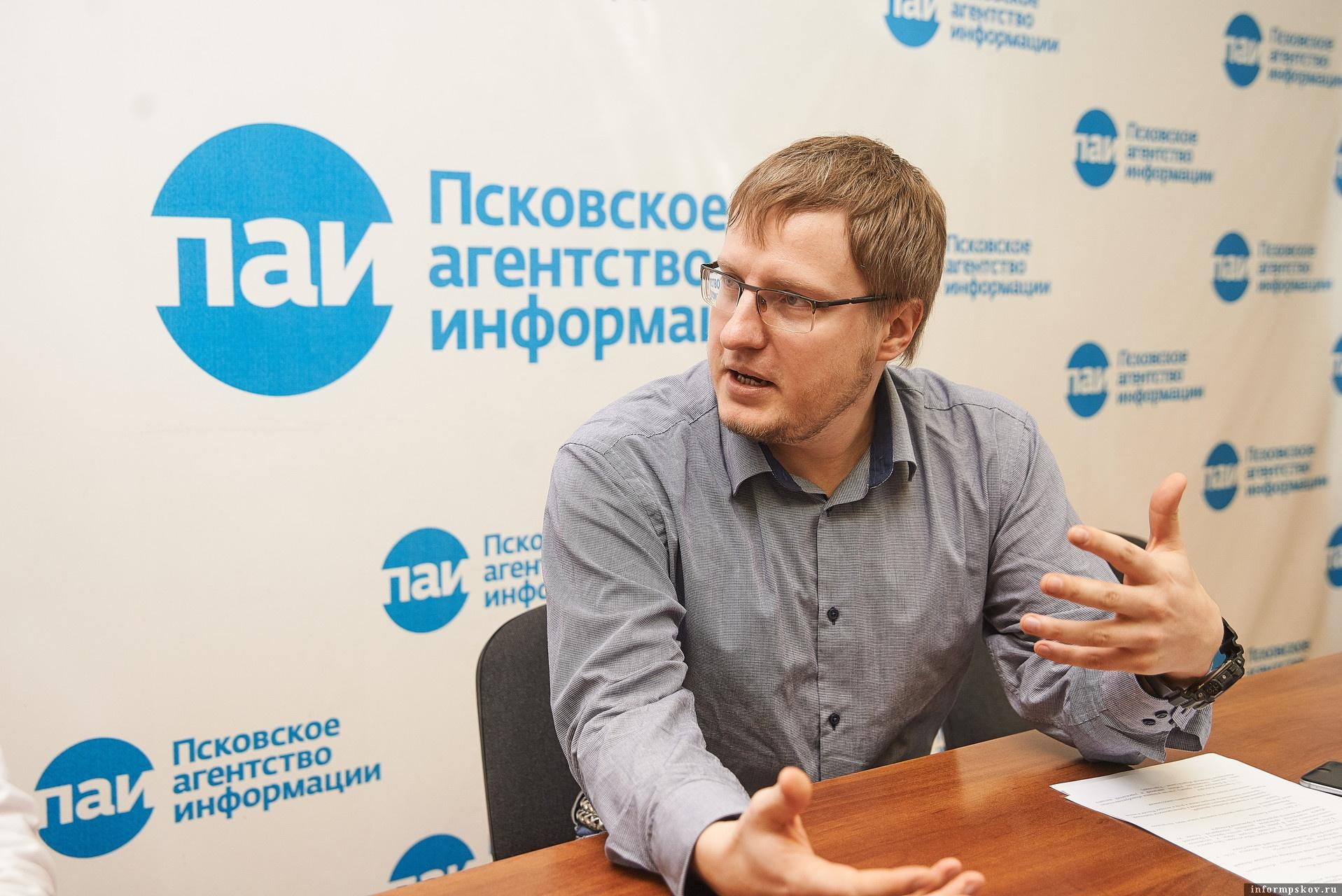 Директор Государственного архива Псковской области Валерий Кузьмин. Фото: Дарья Хваткова.