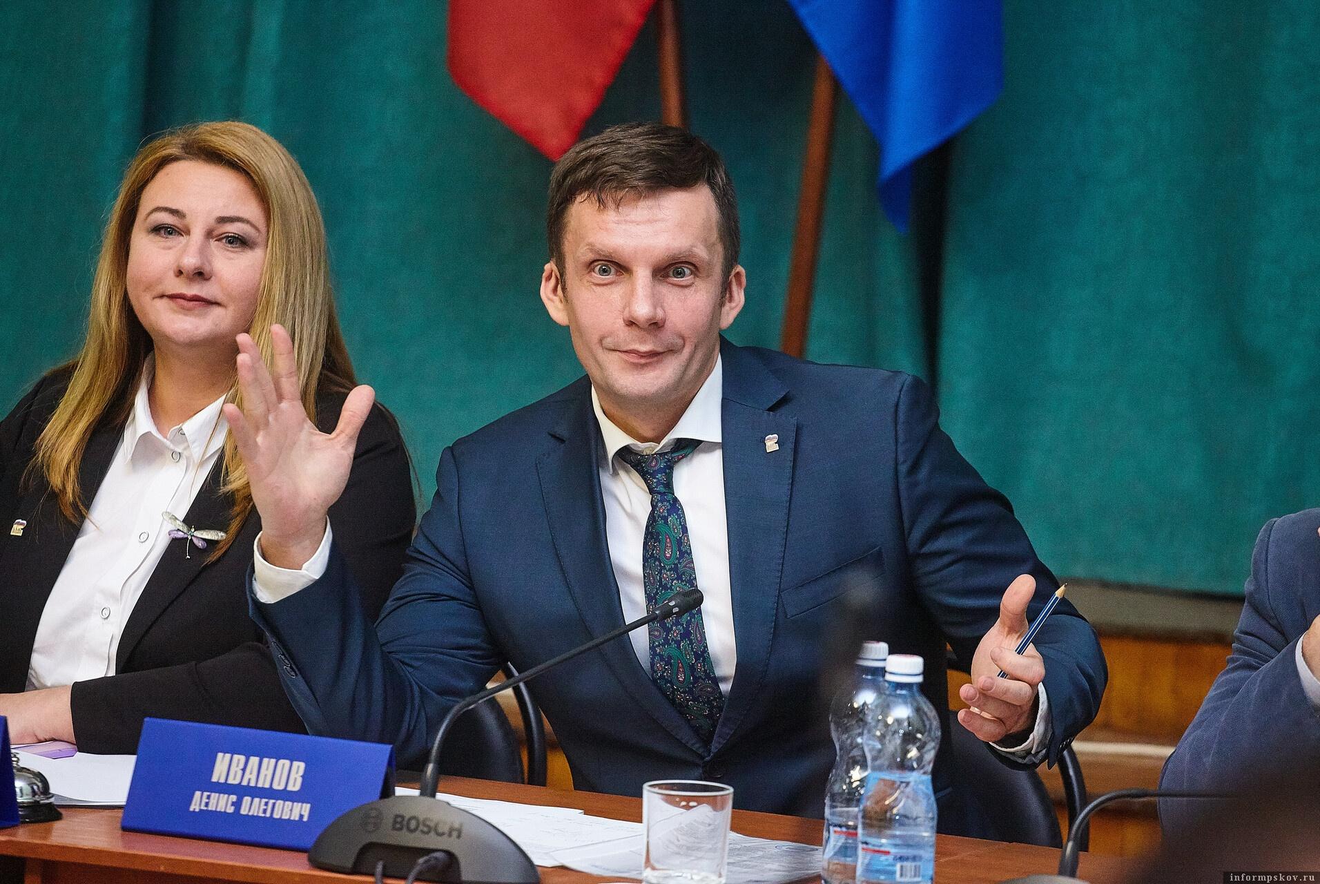 Руководитель фракции «Единая Россия» Денис Иванов выдвигает на пост главы Пскова Елену Полонскую