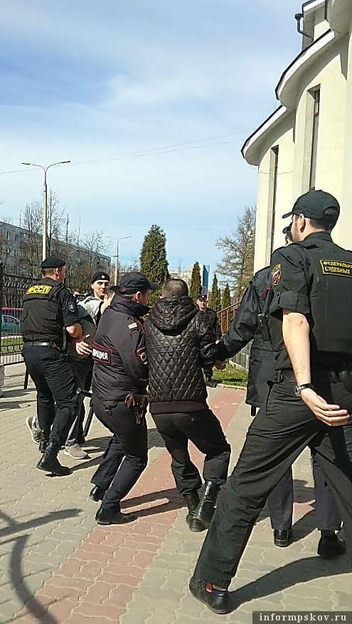 Фото пресс-службы УФССП России по Псковской области