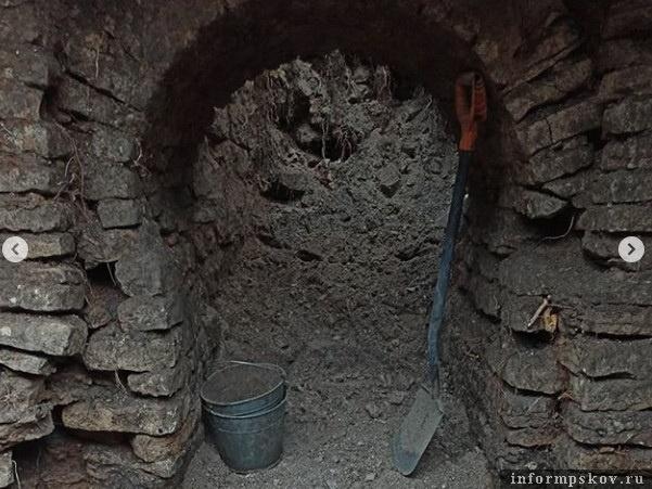 Каменную постройку XVII века обнаружили археологи под землёй на ближнем Запсковье