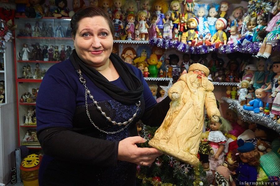 Ирина Кендрали с Дедом Морозом после чужой неудачной реставрации