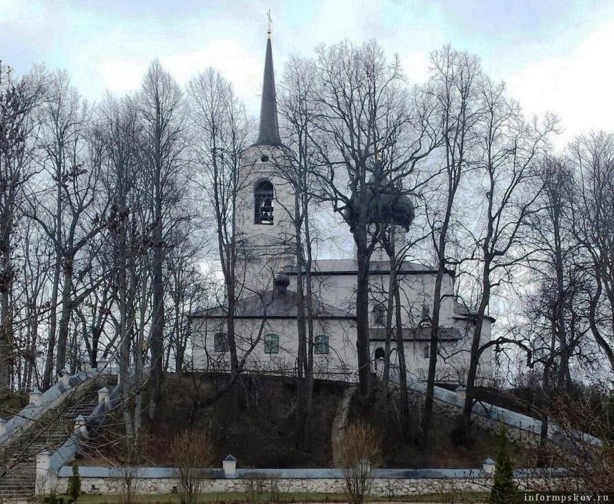Святогорский монастырь в Пушкинских Горах. Фото с сайта svyatogorsky.org