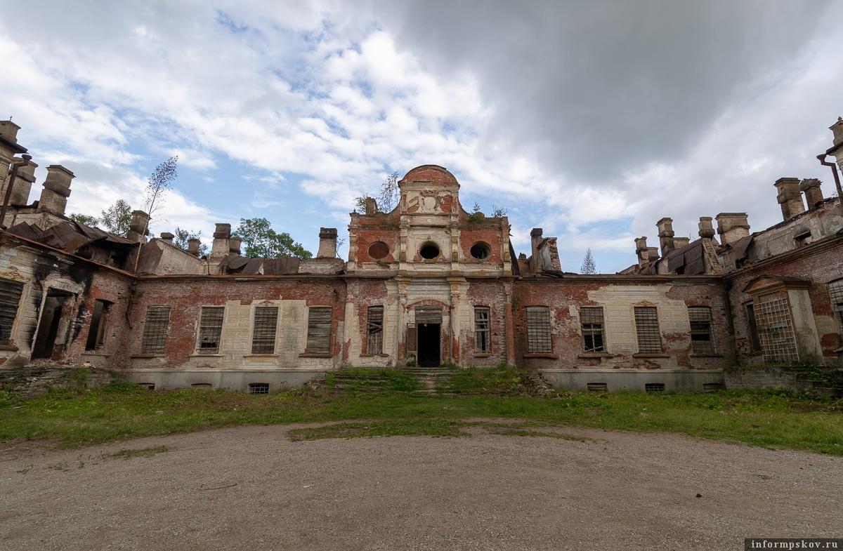 Власти Псковской области не оставляют надежду найти инвестора для усадьбы Волышово.