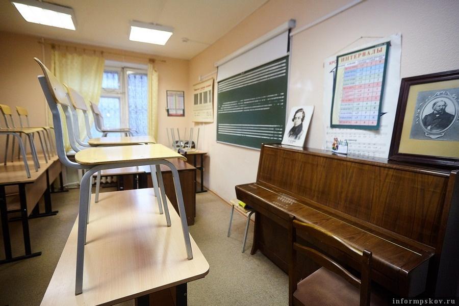 Педагоги и ученики стараются содержать классы в порядке и чистоте. Фото Дарьи Хватковой.