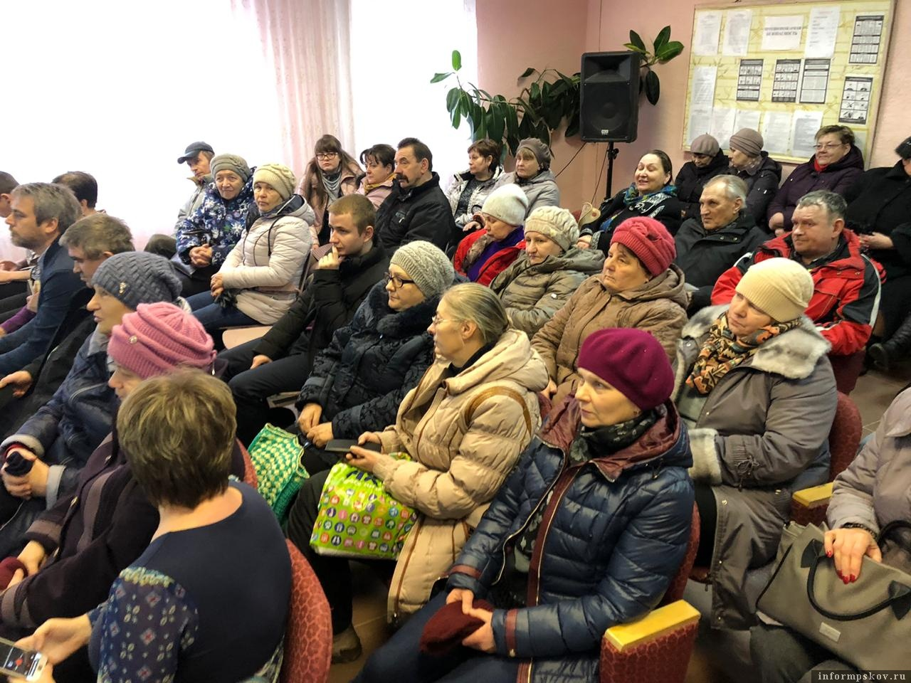 Жители Новоизборской волости на встрече с кандидатами на пост главы Печорского района. Фото ПАИ