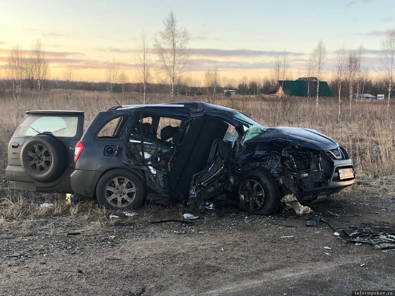 ДТП произошло 13 января в Псковском районе. Погибли 3 человека. Фото: пресс-служба УМВД России по Псковской области.