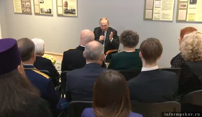 Стоп-кадр видео о встрече главы государства с ветеранами с сайта Кремля.
