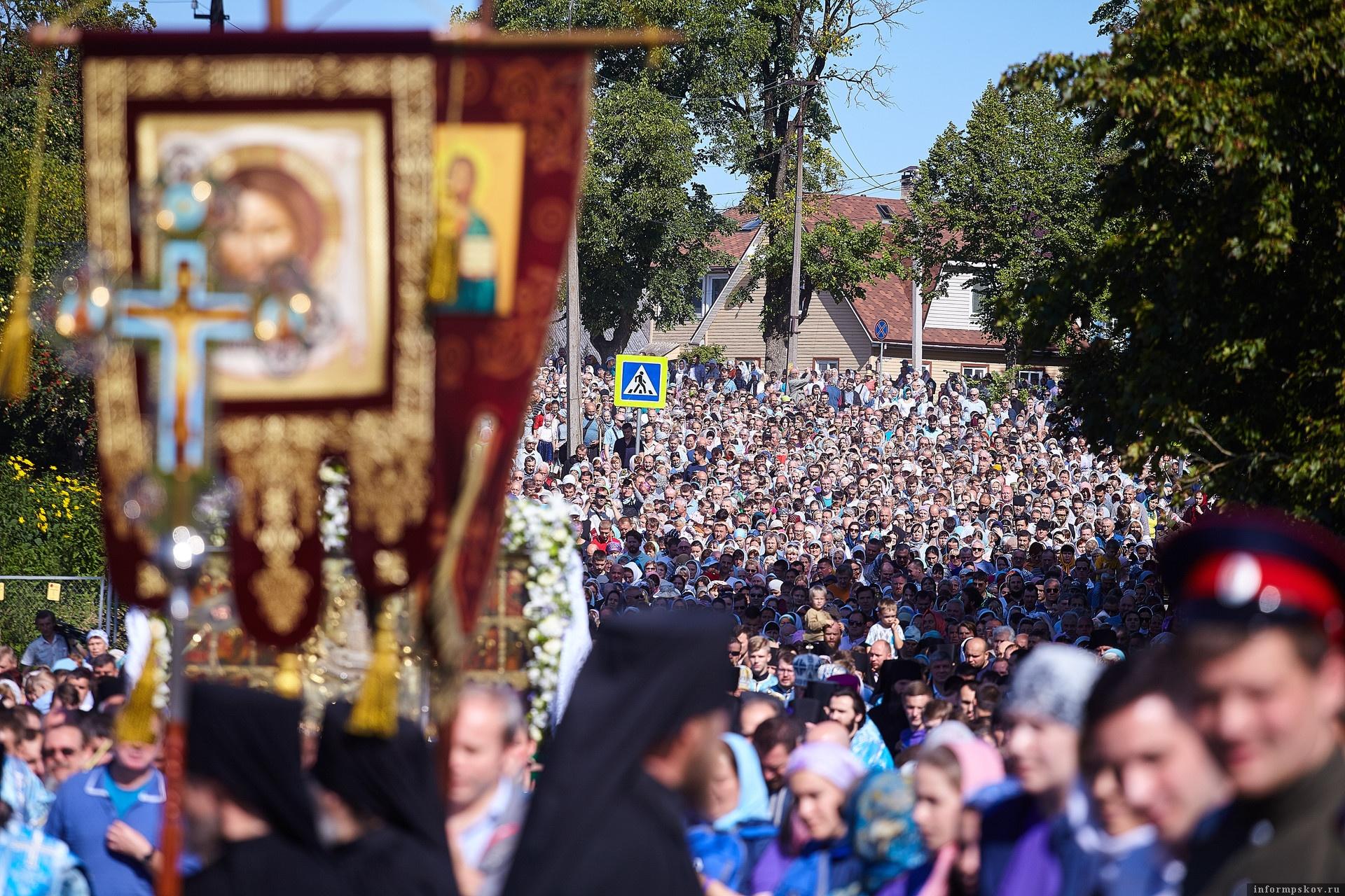 Престольный праздник Псково-Печерского монастыря. Фото Дарьи Хватковой