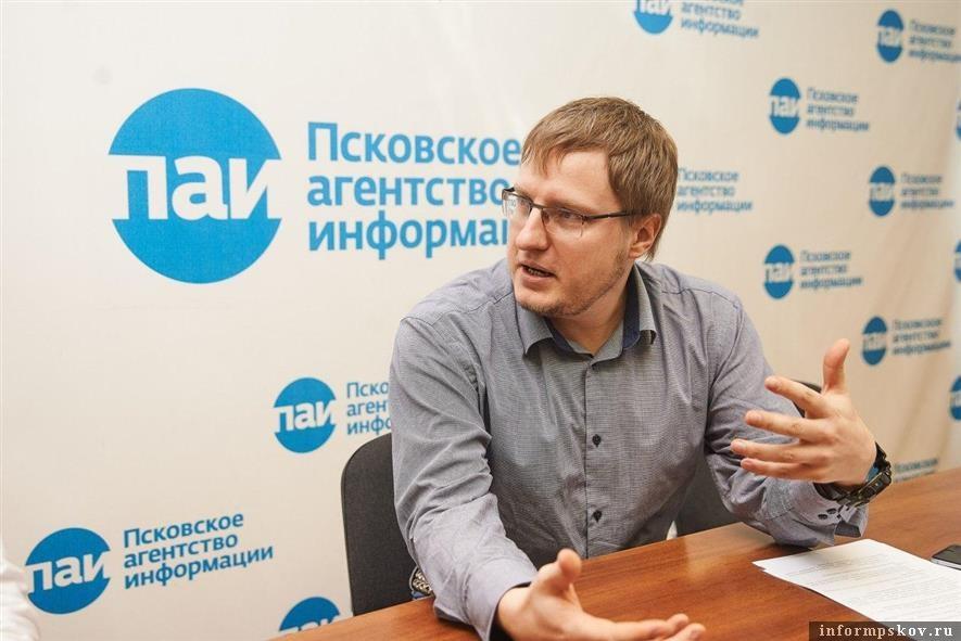 директор государственного архива Псковской области Валерий Кузьмин. Фото Дарьи Хватковой