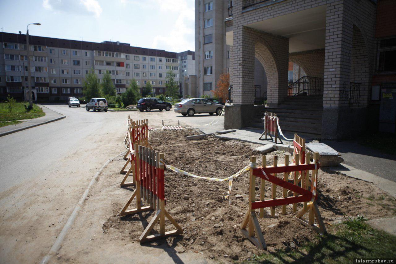 Улица Рокоссовского в Пскове. Фото Дарьи Хватковой.