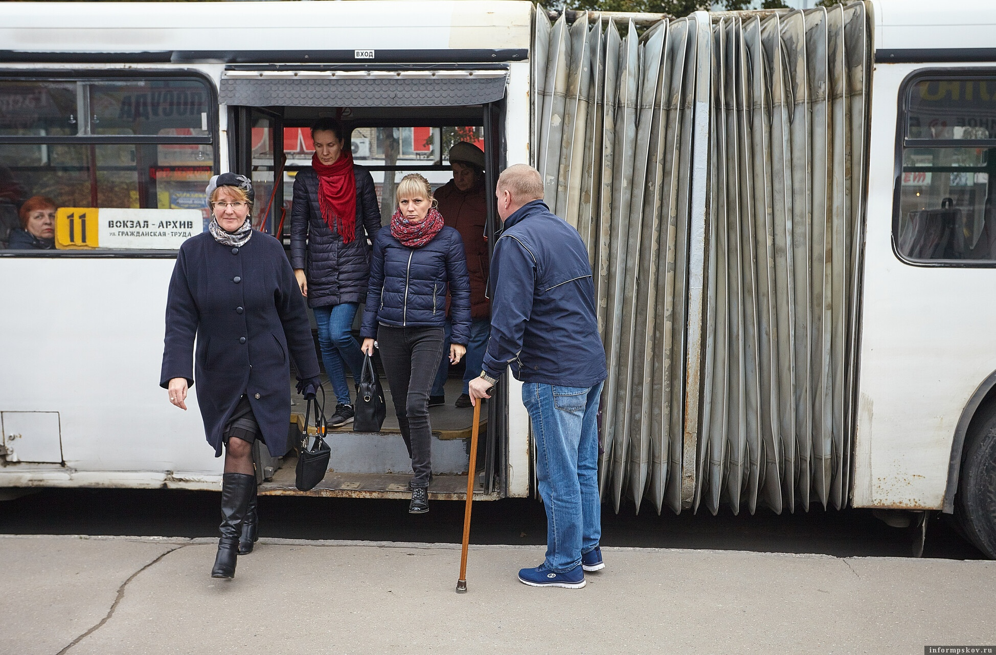 Автобус маршрута №11 в Пскове планируют запустить от перекрестка Звездной и Труда направо, к кольцу. Фото: Дарья Хваткова.