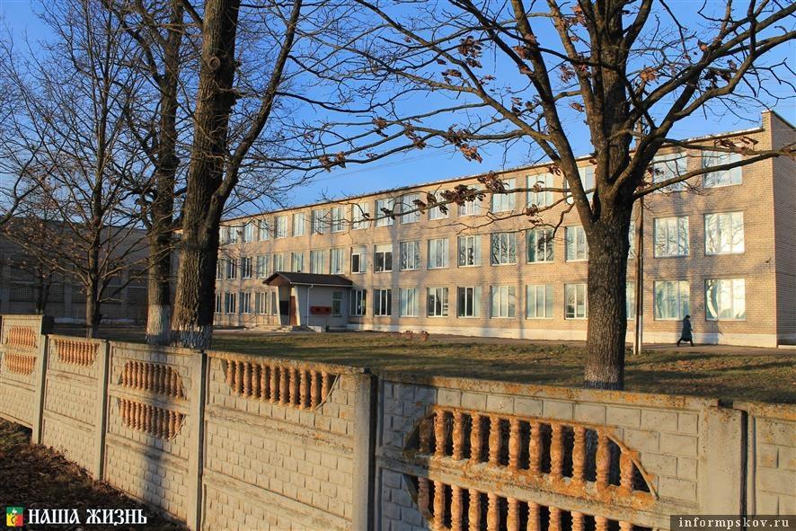 Пыталовская средняя школа. Фото районной газеты «Наша жизнь»