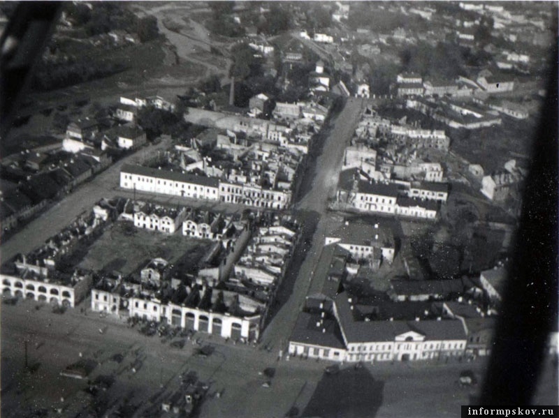 Разрушения в Пскове летом 1941-го. Фото из коллекции Вячеслава Волхонского