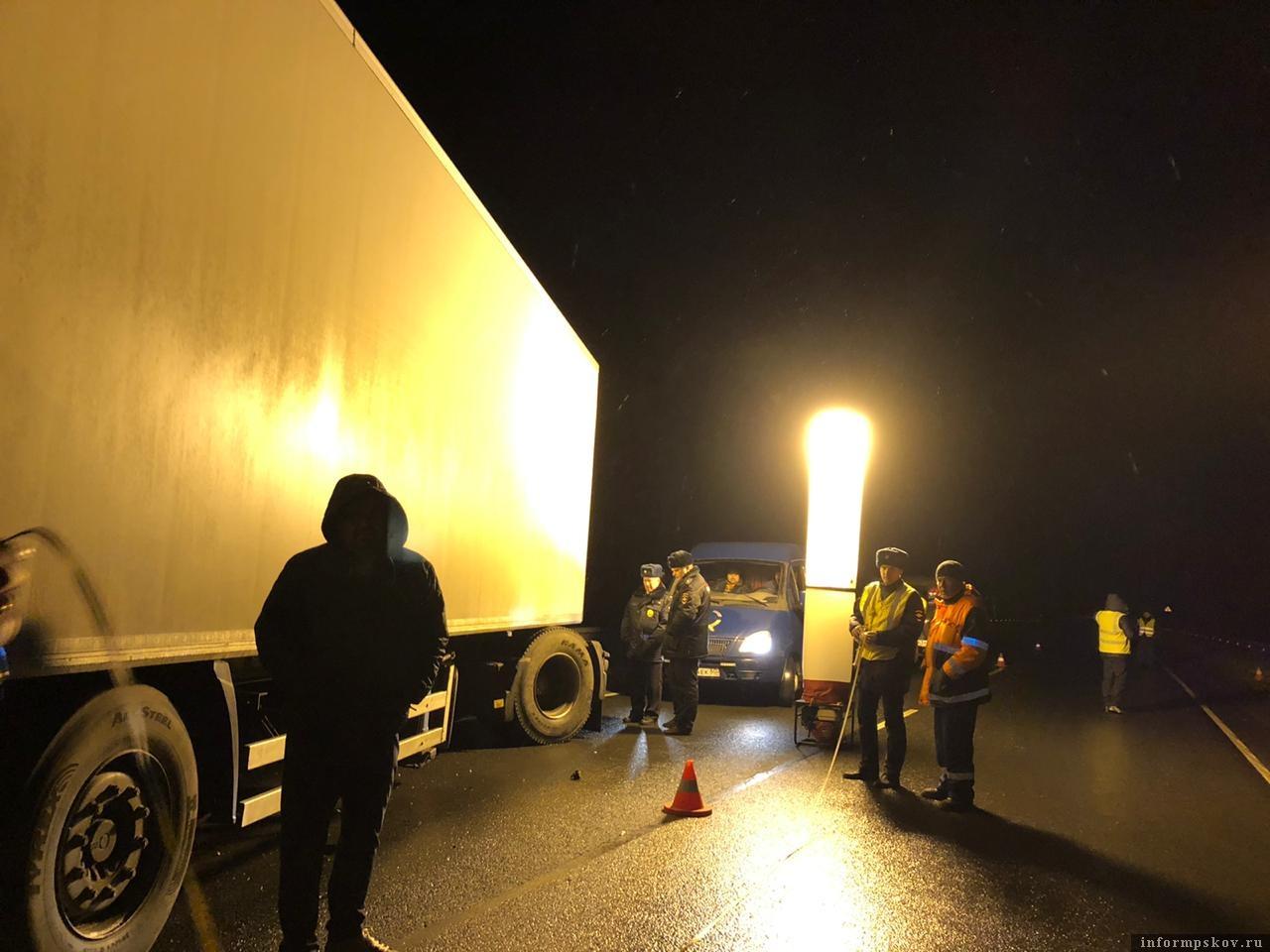 Следователи назвали официальную причину ДТП в Пустошкинском районе, в результате которого погибли 8 человек. Фото: УМВД России по Псковской области.