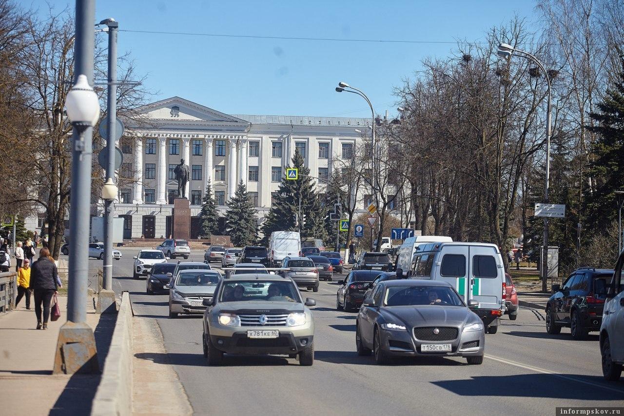 Ольгинский мост в Пскове. Фото Дарьи Хватковой.