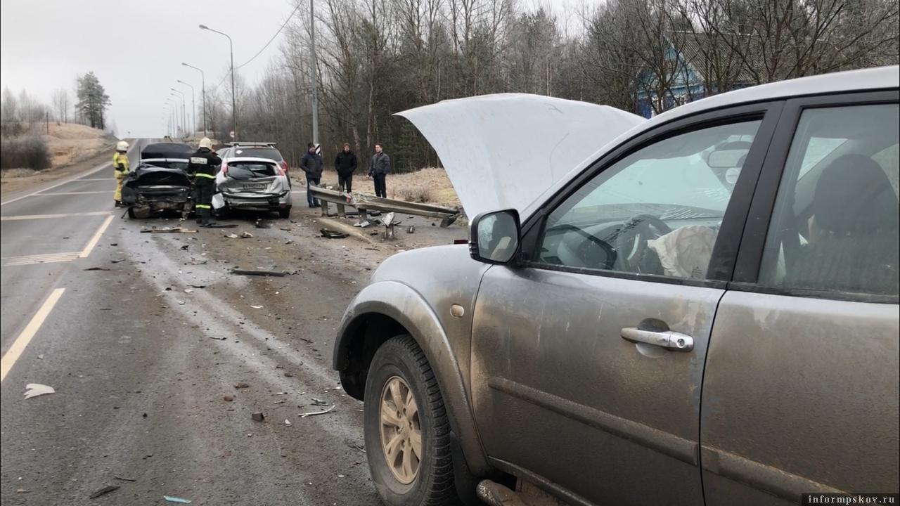 Четыре машины столкнулись на Ленинградском шоссе 15 февраля. Фото: ПАИ.