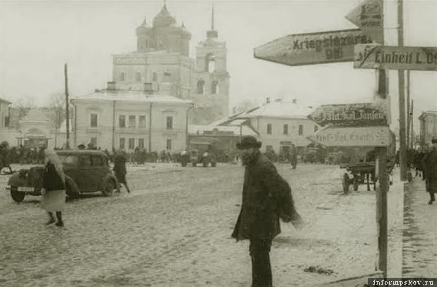 Торговая площадь Пскова в годы немецкой оккупации.