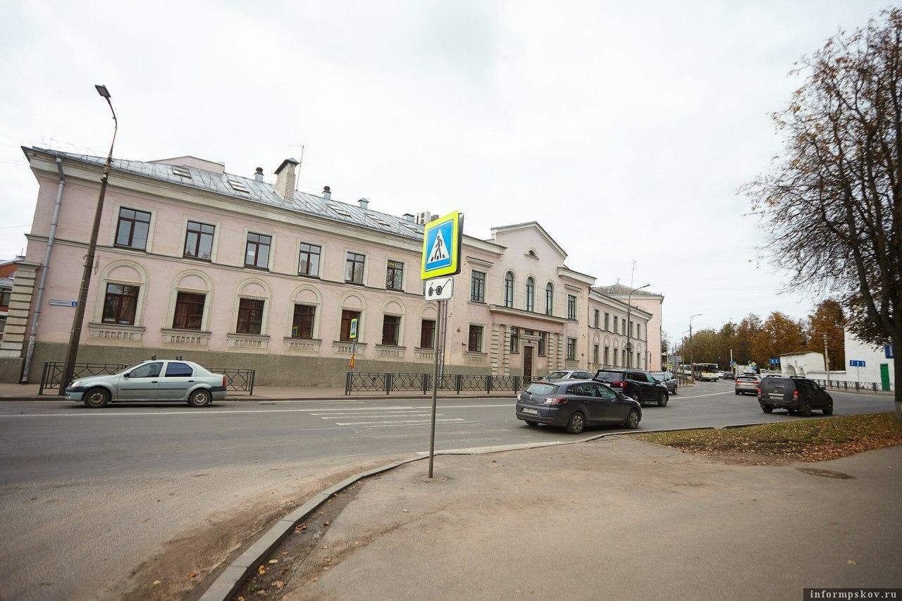 Улица Леона Поземского в Пскове. Фото Дарьи Хватковой.