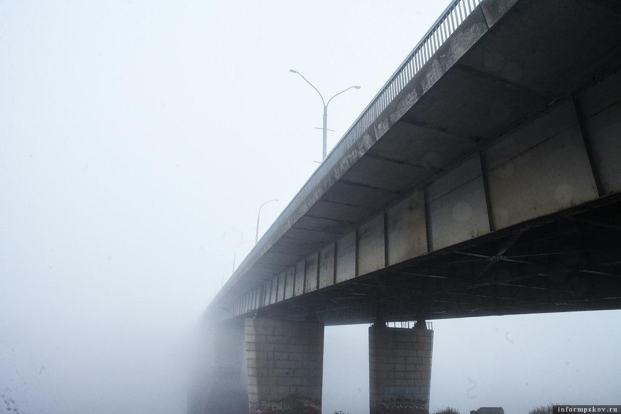 Мост имени Александра Невского в Пскове. Фото Дарьи Хватковой.