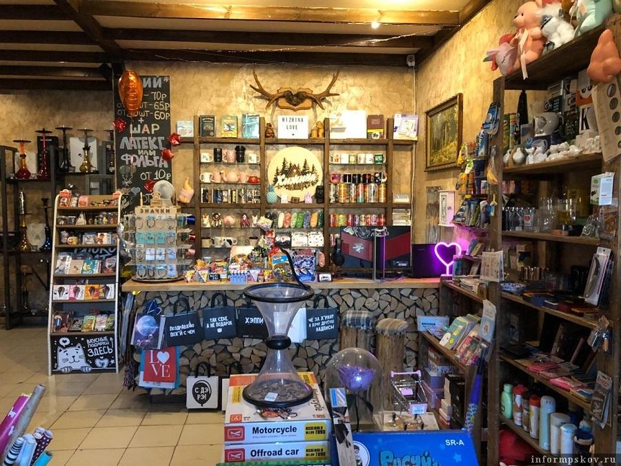 Основная специализация магазина - табак для кальянов. Фото: ПАИ