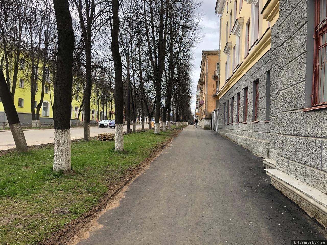 Планируется ремонтировать и тротуары в городе. Фото: газета «Великолукская правда. Новости».