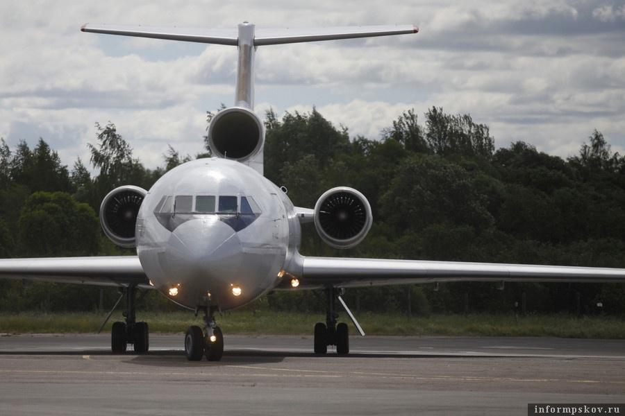 Из-за коронавируса полеты из псковского аэропорта временно прекращаются до 15 апреля. Фото: Андрей Степанов.