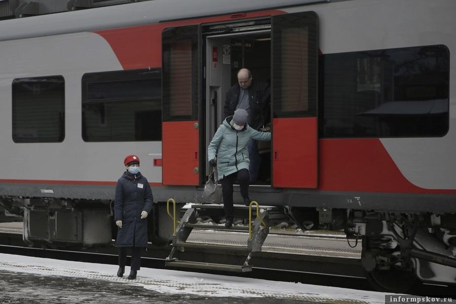 Поток пассажиров в «Ласточках» между Псковом и Петербургом сократился на треть. Фото: Андрей Степанов