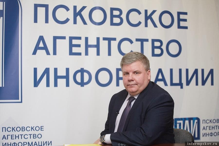 В начале недели дистанционного обучения Александр Седунов ответил на актуальные вопросы. Фото: Дарья Хваткова.
