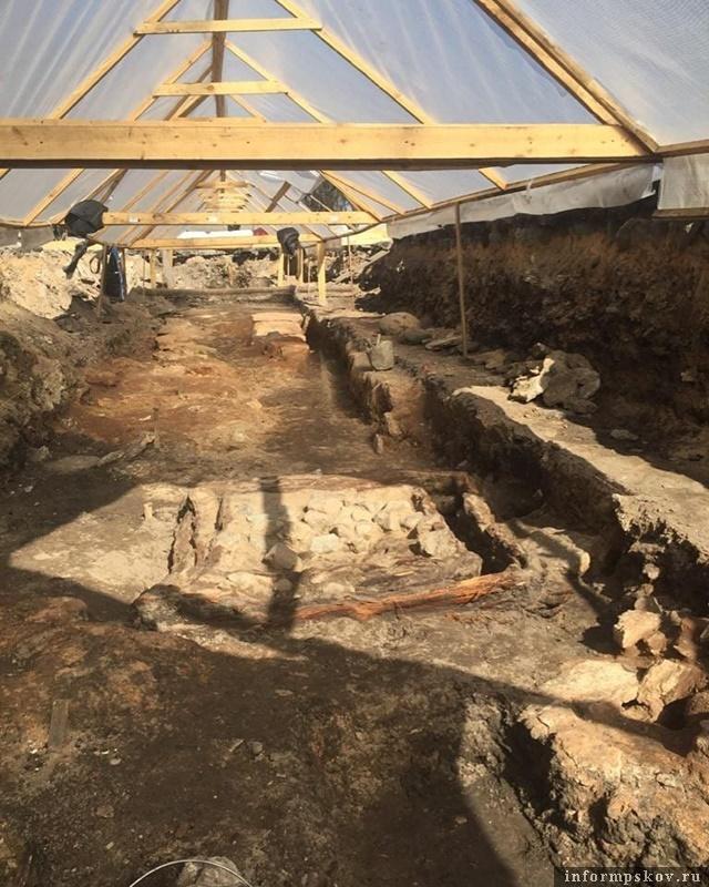 С разрешения властей археологи продолжают раскопки. Фото: Instagram Археологического центра.