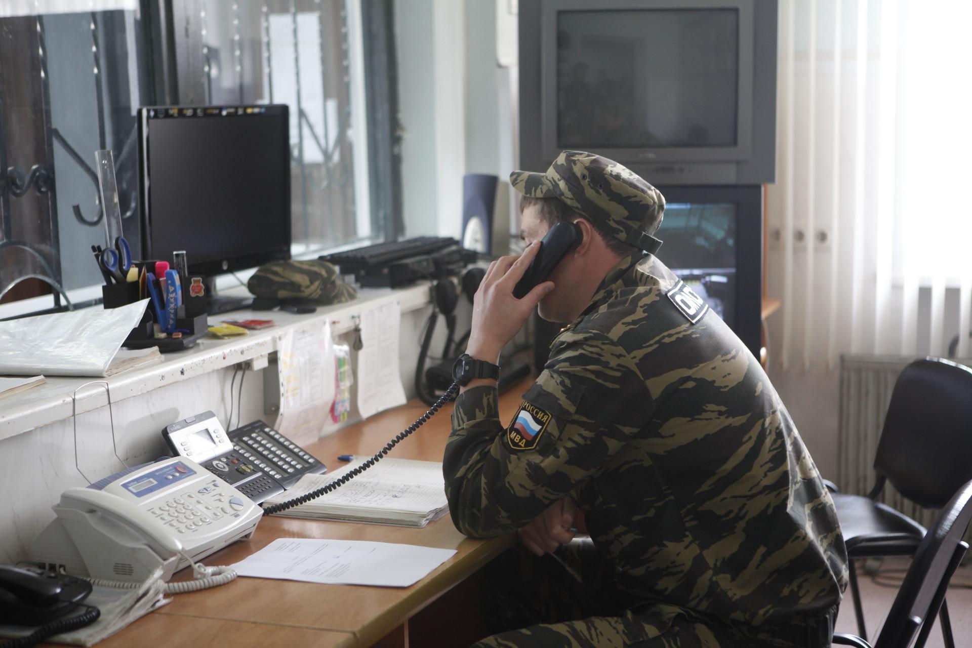 В подразделениях Госавтоинспекции временно приостановлен прием людей в порядке живой очереди. Фото: Андрей Степанов.