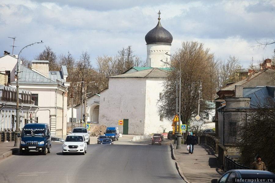 Храм Козьмы и Дамиана в Пскове. Фото Дарьи Хватковой