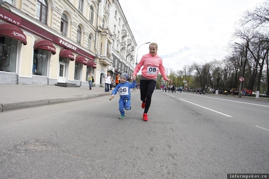 Более юные время для занятий физкультурой находят. Фото: Сергей Васильев