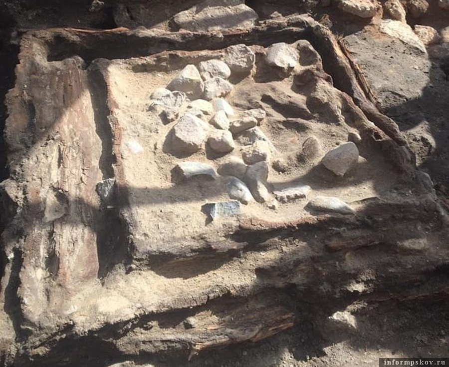 """""""Много-много опыта и хорошая работа лопатой"""", - объясняют археологи. Фото: Instagram Археологического центра."""