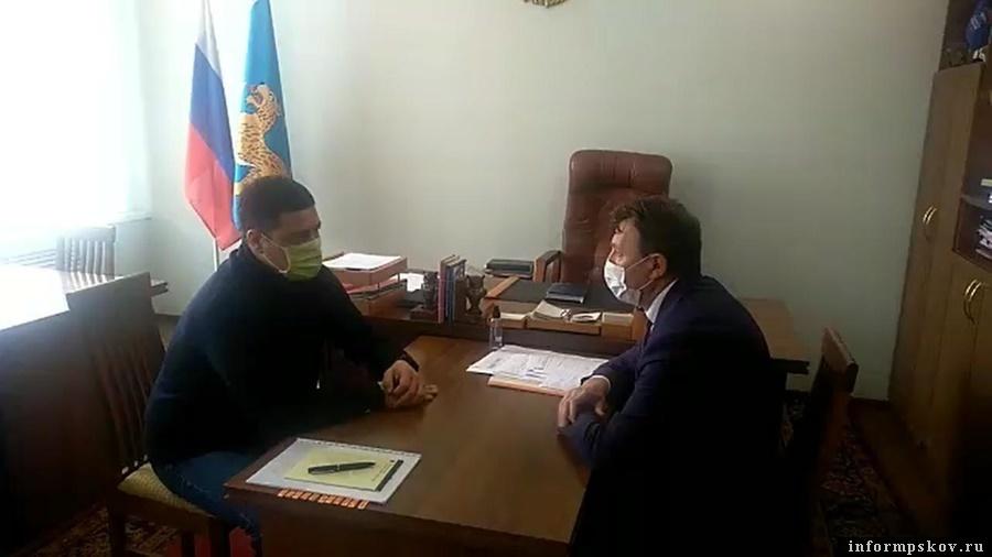 Михаил Ведерников в очном режиме обсудил с главой Новосокольнического района  ситуацию по борьбе с коронавирусом и реализацию национальных проектов.