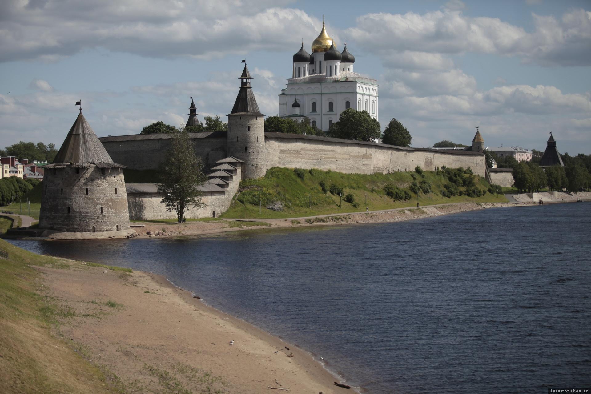 Во всех храмах Псковской области День Победы будут встречать праздничным колокольным звоном. Фото: Андрей Степанов.