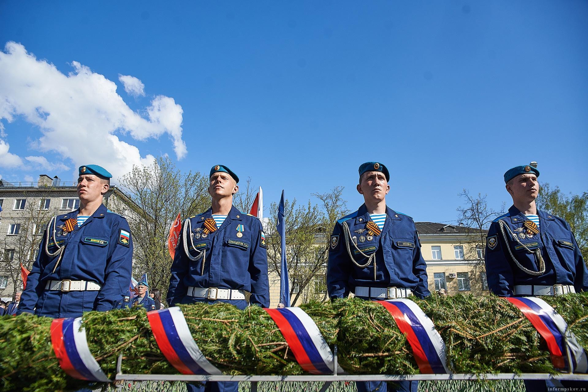 Возложение гирлянд и цветов к памятникам, посвященным Великой Отечественной войне, пройдут с соблюдением всех ограничительных мер.