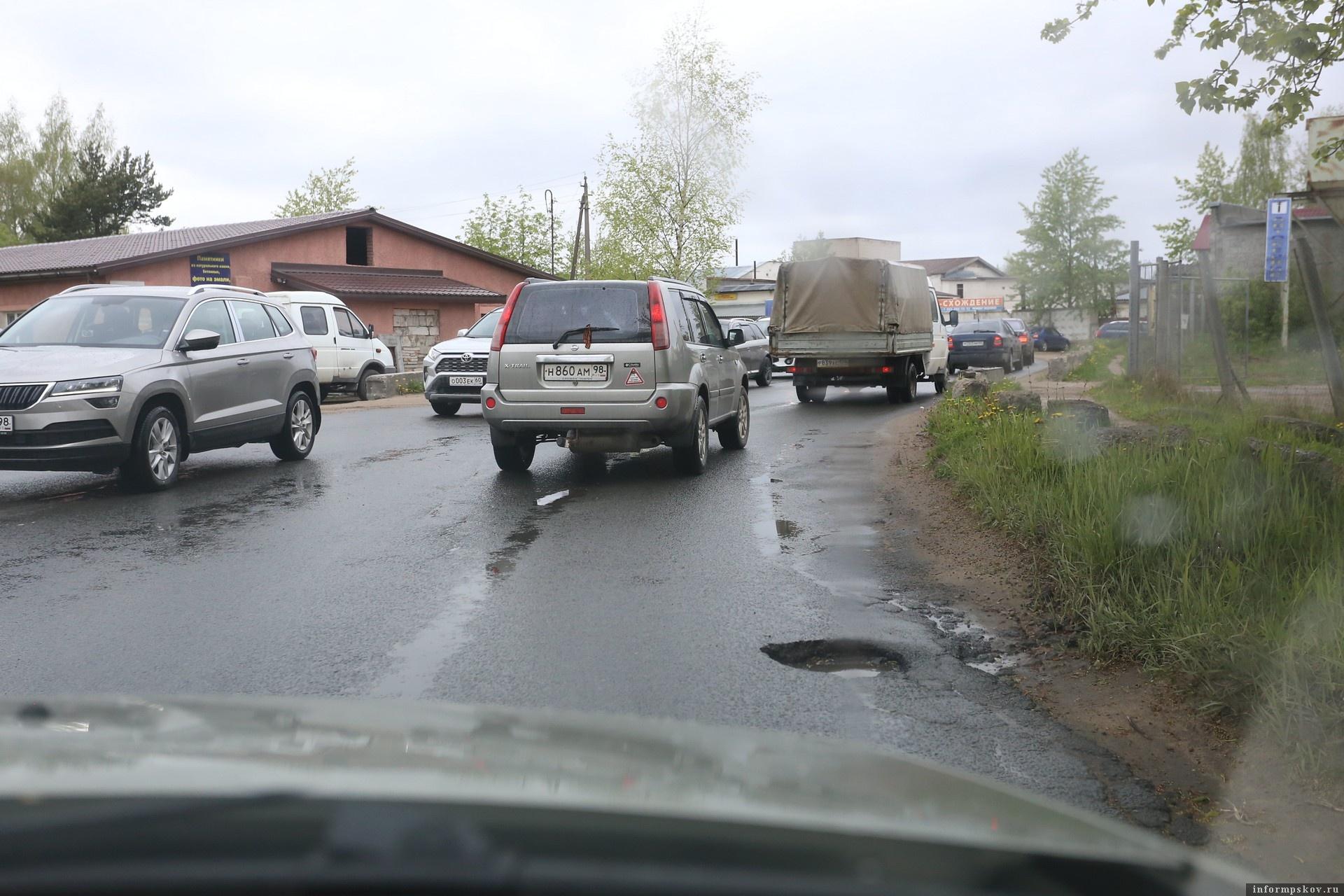 """Улица Алмазная в Пскове. Фото: """"Убитые дороги""""."""