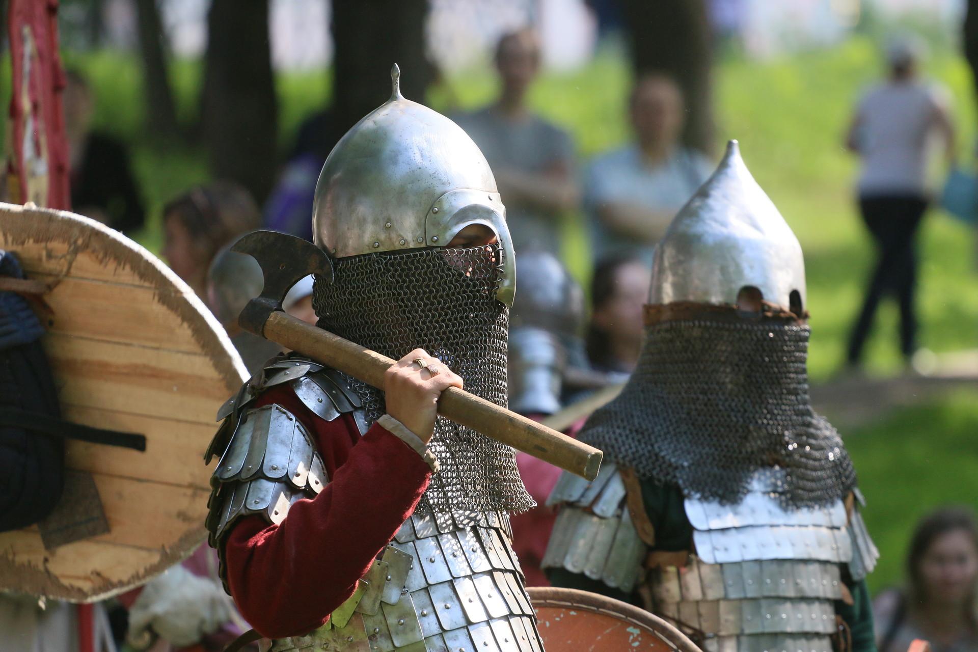 Псковичи смогут прикоснуться к эпохе XIII века, узнать всё о воинских доспехах и ратной доблести. Фото: Михаил Глущенко.